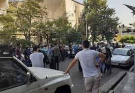 عکس | اعتراض هواداران استقلال مقابل فدراسیون؛ قانون جدید را لغو کنید