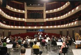 اجرای داریوش ارجمند و پرویز پرستویی با ۷۲ نوازنده روی صحنه: بلیت ها به صورت همت عالی فروخته میشود