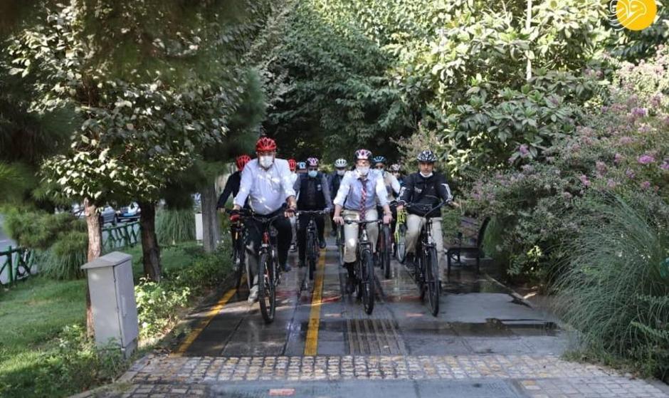 تصاویر دوچرخه سواری شهردار تهران با سفرای خارجی در روز جهانی بدون خودرو