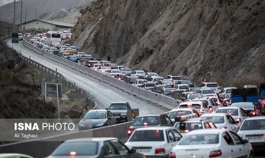 اربعین شد و میلیونها تهرانی بی خیال کرونا عازم شمال: شلوغی جادههای شمال باعث حرکت کُند خودروها شد