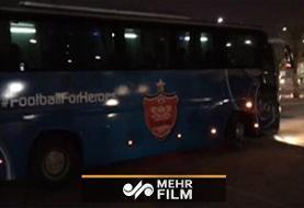 خروج اتوبوس پرسپولیس از استادیوم جاسم بنحمد با تدابیر امنیتی