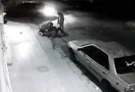 حمله مردان پلید به زن دزفولی در کوچه تاریک+فیلم