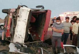 ۲ فوتی و ۲۸ مصدوم در برخورد مینیبوس با کامیون