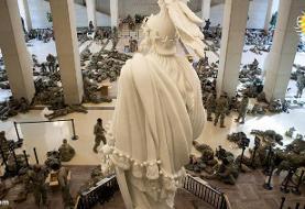 (تصاویر) وضعیت عجیب نیروهای گارد ملی آمریکا در ساختمان کنگره!