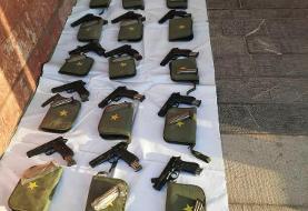 ضربه وزارت اطلاعات به قاچاقچیان سلاح/ ۷۰ قبضه اسلحه آمریکایی کشف شد + عکس