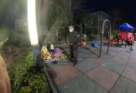 (تصاویر) معلمانی که شبها در پارک میخوابند!