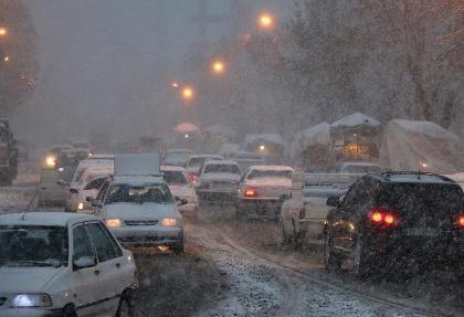 برف و یخبندان خودروها را در خیابانهای اردبیل زمینگیر کرد