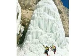 آبشار یخیدر دامنه کوه طالون