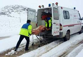 انتقال ۲۸ بیمار در راه مانده برف و کولاک به مراکز درمانی