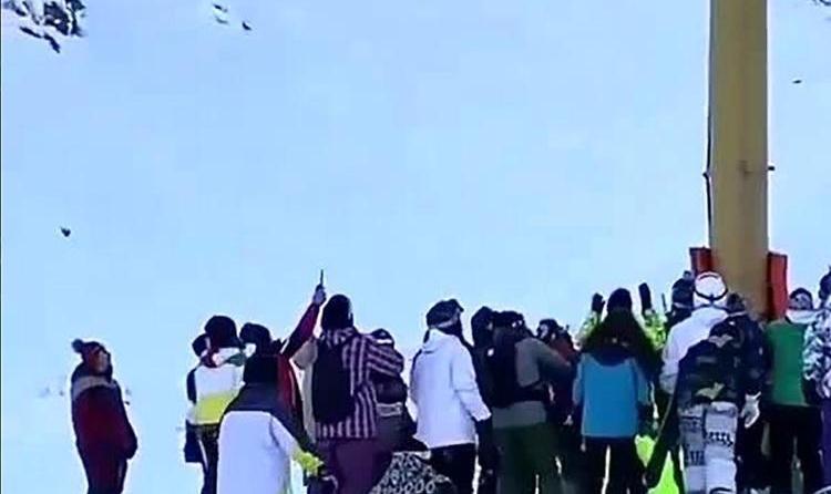 (ویدئو) لحظه سقوط پدر و دختر از تلهسیژ پیست اسکی دربندسر تهران