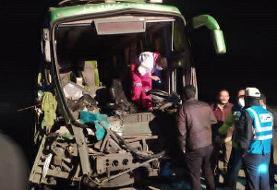 تصادف اتوبوس با کامیون در جاده قدیم قم ۲۲ مصدوم برجای گذاشت