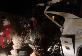 تصادف اتوبوس مسافری و تریلی در آباده ۲۱ مجروح داشت
