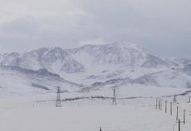 رانش کوه و کولاک برف گردنه تازار کوهرنگ را مسدود کرد