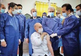 انحراف از اجرای سند ملی واکسیناسیون کرونا | عجله وزارت بهداشت در تزریق واکسن به اولویت دوم
