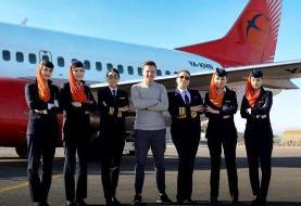 پرواز نخستین هواپیمای مسافرتی با هدایت خلبان و خدمه زن در افغانستان