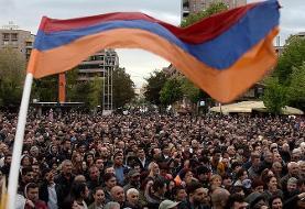 ادامه تنش در ارمنستان؛ معترضان به ساختمان دولتی حمله کردند