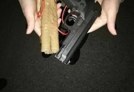 ببینید | اسلحه پلاستیکی و بمب چوبی هواپیما رُبای پرواز اهواز - مشهد!