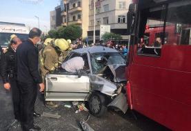 تصادف شدید خودروی پراید با اتوبوس در تهران (+عکس)/ حال ۳ نفر وخیم است