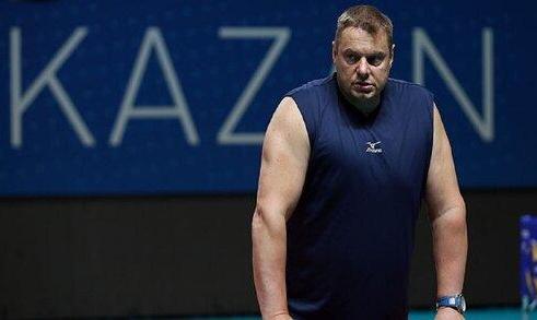 سرمربی روس تیم ملی والیبال ۲۵فروردین هم به ایران نمیآید