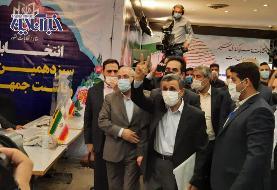 عکس   احمدینژاد با ژست همیشگی در انتخابات ثبتنام کرد