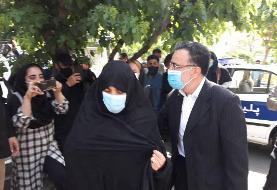 مصطفی تاج زاده با همسرش به ستاد انتخابات آمد /شعار درود بر تاج زاده در اطراف وزارت کشور +عکس