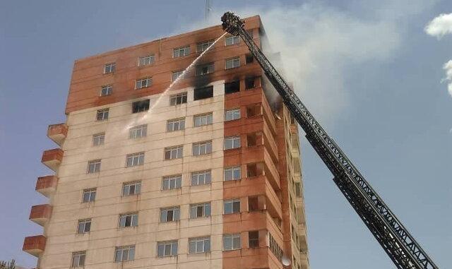 آتش سوزی گسترده در یک برج مسکونی در تهران+ویدئو