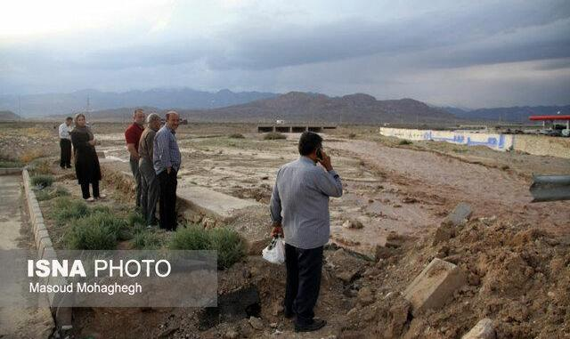 احتمال مفقود شدن ٩ نفر در پی وقوع سیلاب در اردکان و گلباف