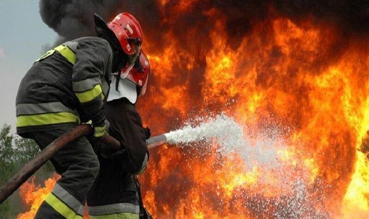 آتش سوزی بارانداز بزرگ لاستیک در مشیریه + فیلم
