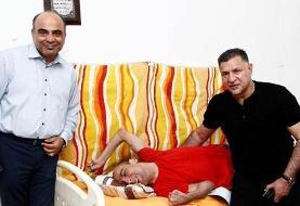 اشک شوق کودک معلول با دیدن علی دایی درخانهاش
