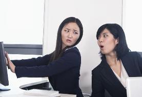 ۴۹ رفتار و عادت اشتباه در محیط کار که همکارانتان را کلافه میکند