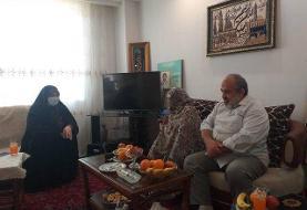 دیدار نماینده تهران با یکی از خانوادههای شهدای حمله تروریستی به مجلس