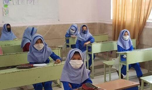 وزیر بهداشت: به دانشآموزان از ۲ هفته آینده واکسن زده میشود