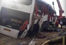 اعزام ١٠ دستگاه آمبولانس به محل حادثه واژگونی اتوبوس خبرنگاران (+عکس)