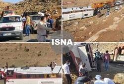 هلال احمر: مصدومیت ۲۹ نفر در واژگونی اتوبوس خبرنگاران