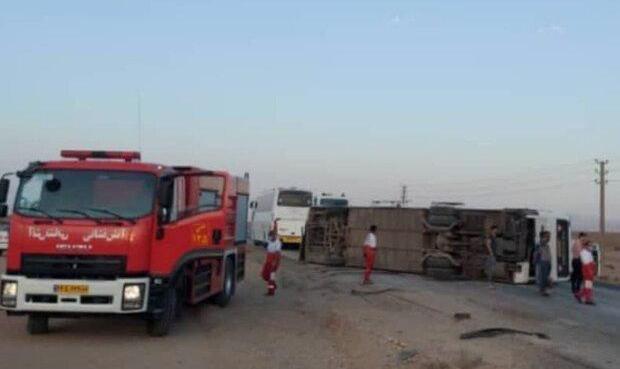 واژگونی اتوبوس در جاده سمنان به سرخه