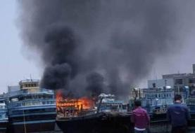 آتش سوزی یک کشتی باری در خور گناوه بوشهر