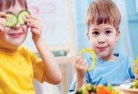 ۶ ترفند برای ترغیب کودکان به خوردن خوراکی&#۸۲۰۴;های سالم