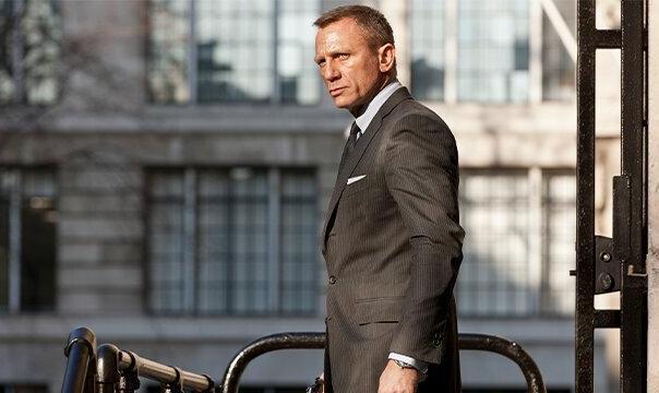 جیمز باند از ۳۰۰ میلیون دلار گذشت