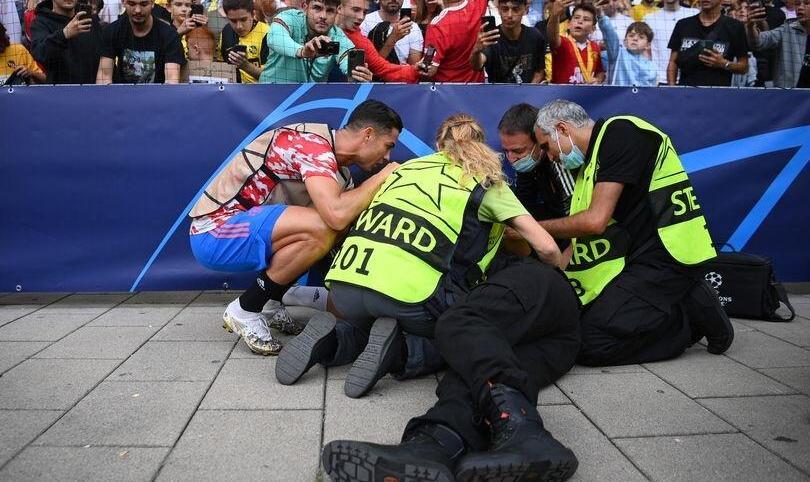 رفتار جالب رونالدو با مامور امنیتی که با شوت او مصدوم شد