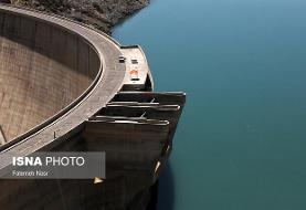 ذخیره آب سد زاینده رود تا آذرماه به نصف میزان کنونی کاهش مییابد