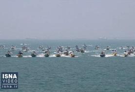 ویدئو / رژه شناوری بسیج دریایی سپاه در خلیج فارس