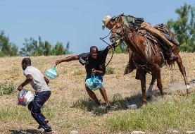 عکس روز  با اسب به دنبال مهاجر